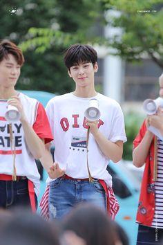 Music Core Mini Fanmeeting - MoonBin e EunWoo Cha Eun Woo, Cha Eunwoo Astro, Lee Dong Min, Minhyuk, My Crush, Hot Boys, Monsta X, Korean Actors, Crushes