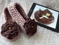 Videotutoriales – Pantunflas – Zapatillas – Trapillo – Crochet XXL – Comando Craft Crochet Sandals, Crochet Shoes, Knit Crochet, Crochet Slipper Pattern, Knitted Slippers, Chrochet, Sewing For Kids, Mitten Gloves, Knitting Patterns