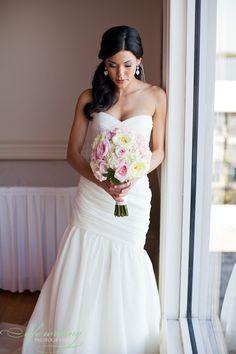 bridal photo, bridal bouquet, bridal gown
