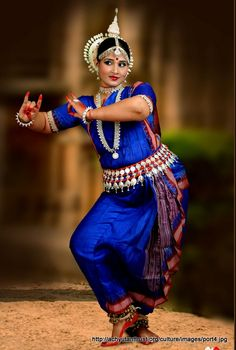 Ideas Indian Dancing Outfits For 2019 Folk Dance, Dance Art, Cultural Dance, Indian Photoshoot, Indian Classical Dance, Indian Heritage, Dance Poses, Dance Pictures, Culture