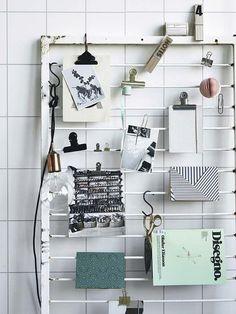 Una rejilla reciclada como organizador de pared