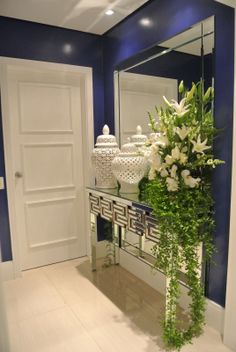 22 Modern Foyer Decor That Make Your Flat Look Great - Home Decor Ideas Apartment Entrance, House Entrance, Entrance Halls, Entrance Ideas, Modern Foyer, Interior Design Boards, Traditional Decor, Home And Deco, Mirrored Furniture