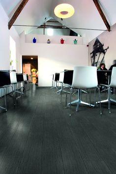 Aquastep vízálló laminált padló Ideális éttermekbe, konditermekbe, közületi helységekbe, magas kopásállóságának köszönhetően ellenáll a felületi sérüléseknek. Tömörírtett, magas minőséggel kialakított szerkezete, pedig erős erőhatásokat is el tud viselni. www.dreamfloor.hu