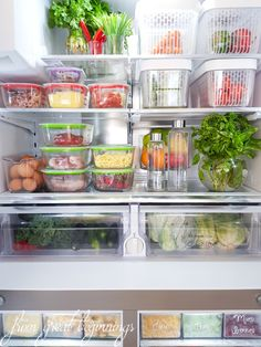 Do you struggle with a messy fridge and freezer? Check out how I organized my fridge and freezer to ensure everything is eaten, doesn't go bad and is also nice to look at! Garage Organisation, Freezer Organization, Kitchen Organization, Organization Hacks, Freezer Storage, Healthy Fridge, Refrigerator Organization, Organized Fridge, Organised Home