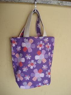 https://flic.kr/p/bo923X | Tote Bag - Bolsa 0003 - C | Por dentro. Tote bag confeccionada em Lona e forrada com tecido 100% algodão . Pintada .  Medidas: 26x27x5 cm