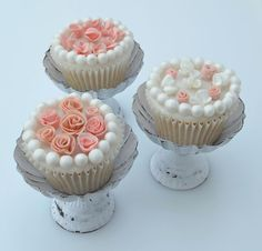 Roses & Mini Blossoms Topped Cupcakes