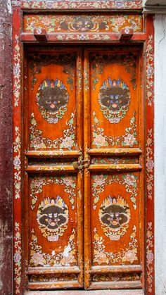 Shanghai,-China - There is a lot of see and enjoy while visiting China. These elaborately painted doors in Shanghai will help remind you where you are and the cultural heritage that surrounds. Cool Doors, The Doors, Unique Doors, Entrance Doors, Doorway, Windows And Doors, Front Doors, Grand Entrance, Shanghai