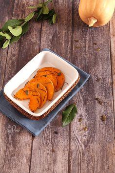 La zucca al forno è un ottimo contorno per un secondo di carne, ma è anche perfetta su un crostone di pane cosparso di formaggio spalmabile! Pane, Carrots, Sugar, Cookies, Vegetables, Desserts, Food, Contouring, Vegetarian