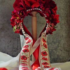 #svadobna #slovenskyfolklor #slovakproduct #slovakia #slovakiafolklore #folklore #ludovy #weddingwreath #wedding #svadobna #svadobnaparta #flowerwreath #flowers #vlastnavyroba #homemade #fashionstyle #fashion #stylish #style #kvetinovacelenka #kvety #red #cervena ..soon on my website