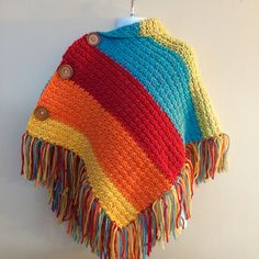 Colourful Poncho made by Crocheted Little Ones Crochet Cardigan Pattern, Knitted Poncho, Crochet Shawl, Crochet Stitches, Loom Knitting, Baby Knitting, Knitting Patterns, Crochet Patterns, Crochet Scarves