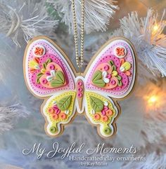 Handcrafted Polymer Clay Ornament by MyJoyfulMoments. I luv these ornaments Diy Fimo, Crea Fimo, Fimo Clay, Polymer Clay Projects, Polymer Clay Creations, Clay Beads, Clay Crafts, Felt Crafts, Polymer Clay Ornaments