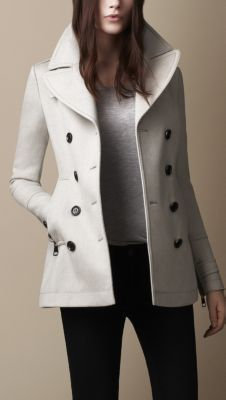 Explore all women's clothing from Burberry including dresses, tailoring, casual separates and more in both seasonal and runway designs Burberry Coat, Burberry Women, Winter Mode Outfits, Winter Fashion Outfits, Coats For Women, Jackets For Women, Clothes For Women, Trench Coat Outfit, Mode Mantel