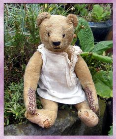 The Old Bear Company (UK) specialising in antique teddy bears early to including early Steiff, Bing, Chad Valley, Merrythought and many more. Antique Teddy Bears, Old Things, Antiques, Animals, Antiquities, Animales, Antique, Animaux, Animais