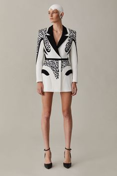 Suit Fashion, Runway Fashion, Fashion Models, Fashion Dresses, Summer Fashion Trends, Trendy Fashion, High Fashion, Womens Fashion, Fashion Spring