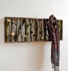 Gravetos usados como ganchos.