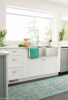 Come on by and take a visit and look around through this lovely coastal cottage style spring kitchen tour with all kinds of lovely springy colours.