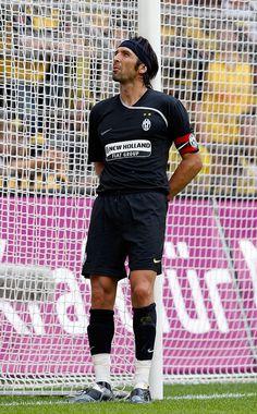 Gianluigi Buffon, goalkeeper of Juventus Turin, looks on during the. Best Football Players, Football Girls, World Football, Football Soccer, Juventus Fc, Zinedine Zidane, Buffon Goalkeeper, Juventus Wallpapers, Signal Iduna
