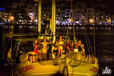 Dancers arriving at Lío on Pacha Sailboat