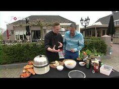 """In de 4e aflevering van """"Op Hete Kolen"""" wordt een heerlijke aardappelsalade bereid op de Cobb barbecue. Verder bereidt Ewald een lekkere saté."""
