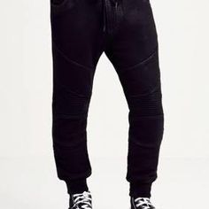 Enchantress Co. offers casual wears, like these sweatpants, they come with coated layer, moto-style panel detailing throughout and signature horseshoe pockets.For comfort and easy fit!