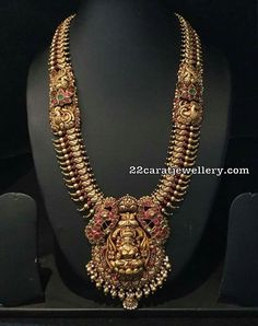 22 carat gold mango design and soft gold balls attached broad antique long chain with nakshi work peacocks and floral motifs in kundan placed on the set Antique Jewellery Designs, Gold Jewellery Design, Antique Jewelry, Gold Jewelry, Antique Gold, Kids Jewelry, Clay Jewelry, Jewelry Rings, Antique Necklace