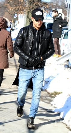 justin theroux Best Leather Jackets, Leather Jacket Outfits, Men's Leather Jacket, Rocker Style Men, Rocker Chic, Bald Men Style, Man Style, Rock Style, Men's Street Style Photography