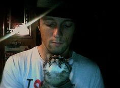 jason mraz and his cat, holmes.  submitted by skeeba