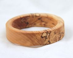two sides- natural wood bangle Wooden Jewelry, Jewelry Art, Jewelry Ideas, Boot Bling, Wood Bracelet, Wood Rings, Wood Turning, Jewelery, Spalted Maple