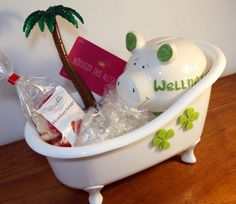 """A sweet & funny idea to pack a gift for a wellness holiday. Plastic tub filled with: - Piggy bank with the inscription """"Wellnesstag"""" - Ballpoint pen . Xmas Gifts, Xmas Presents, Diy Gifts, Delicious Cookie Recipes, Home Decor Mirrors, Experience Gifts, Business Gifts, New Years Eve Party, Plastic Laundry Basket"""