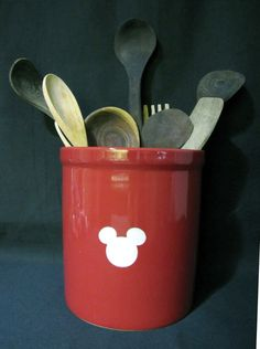 Mickey utensils, in black too! Mickey Mouse House, Mickey Mouse Crafts, Mickey Mouse Kitchen, Mickey Mouse Decorations, Disney Kitchen, Mickey Minnie Mouse, Deco Disney, Disney Diy, Disney Dream