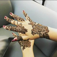 Mehndi is something that every girl want. Arabic mehndi design is another beautiful mehndi design. We will show Arabic Mehndi Designs. Finger Henna Designs, Simple Arabic Mehndi Designs, Full Hand Mehndi Designs, Stylish Mehndi Designs, Mehndi Designs For Girls, Mehndi Designs For Fingers, Beautiful Mehndi Design, Henna Tattoo Designs, Bridal Mehndi Designs