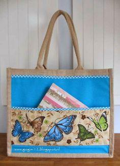 Deze AH tas is gemaakt door GoGini Totes en is gepimp als een leuke en handige scrapbooking tote je kunt hem natuurlijk ook gebruiken om al je haak en breiwerk in op te bergen. Op GoGini totes vind je een handige GRATIS werkbeschrijving zodat ook jij een leuke tas kan maken.http://gogini12.blogspot.nl/