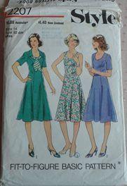 KB) STYLE 2207 DRESSES SZ 14