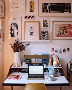 Sophisticated Dorm Room Decor Ideas - Tanzania Home Ideas Workspace Inspiration, Room Inspiration, Art Loft, Cool Office Space, Aesthetic Rooms, Decoration Design, Decoration Crafts, Decorations, Home And Deco