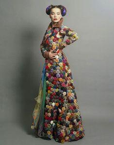 Bjork, by paulo sutch 1993 Fashion Moda, Diy Fashion, Fashion Outfits, Womens Fashion, Fashion Design, Bjork, Mode Vintage, Mode Inspiration, Morning Inspiration