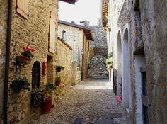 Gite ai castelli e 4G a #PadengheSulGarda http://voda.it/4g-estate #itinerari4g #EstateSmart