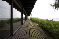 The 1958 modernist beach home of architect Halldor Gunnløgsson in Rungsted Kyst. Modern Scandinavian Interior, Scandinavian Architecture, Japanese Architecture, School Architecture, Interior Architecture, Danish House, Modern Prefab Homes, Building A New Home, Minimalist Home