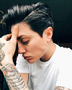 Boyfriend cut – femininity is not measured - Mode et Beaute Androgynous Makeup, Androgynous Women, Androgynous Fashion, Butch Haircuts, Haircuts For Men, Pixie Hairstyles, Cool Hairstyles, Butch Girls, Short Hair Cuts