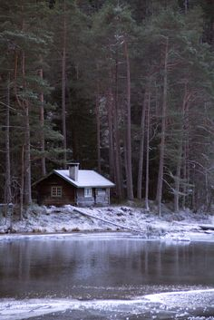 Finding peace is easy here. Simply gaze out the front door.   Tømmerstua -|- Log house by Erling Sivertsen