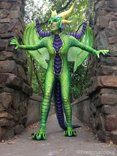 My Halloween costume this year was a dragon, inspired by Ysera in World of Warcraft. I created all the costume pieces, including the prosthetics. This project. Dragon Costume Women, Diy Dragon Costume, Halloween Karneval, Halloween Kostüm, Halloween Costumes, Carnaval Costume, Costume Patterns, Maquillage Halloween, Halloween Disfraces
