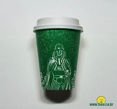 When I look at Starbucks coffee cups, I think of, well, Starbucks coffee. When artist Soo Min Kim looks at them, he sees something else entirely. Starbucks Coffee Cups, Starbucks Cup Art, Starbucks Siren, Starbucks Logo, Coffee Art, Hot Coffee, Star Wars Zeichnungen, Coffee Business, Funny Illustration