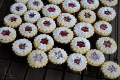 "Tort ""Malaga"" cu rom si stafide | Laura Laurențiu Food Tasting, Mini Cupcakes, Biscuits, Avocado, Deserts, Muffin, Cookies, Gem, Breakfast"