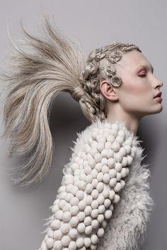 Coiffure : Christophe Gaillet pour L'Oréal Professionnel © Weronika Kosinska #coiffure #coiffeur #artistique #cheveux #ChristophGaillet #ECinspiration
