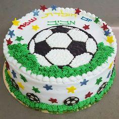 עוגת יומולדת כדורגל Frosting Recipes, Cupcake Recipes, Dessert Recipes, Desserts, Soccer Birthday Cakes, Soccer Cake, Lamb Cake, Beautiful Birthday Cakes, Cake Decorating Techniques