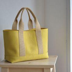 Jute Tote Bags, Best Tote Bags, Diy Bags Purses, Diy Couture, Tote Pattern, Denim Bag, Fabric Bags, Quilted Bag, Fashion Bags