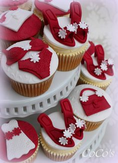 girlie cupcakes   Flickr - Photo Sharing!