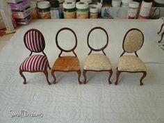 Etapy wymiany elementów tapicerowanych w miniaturowych krzesłach