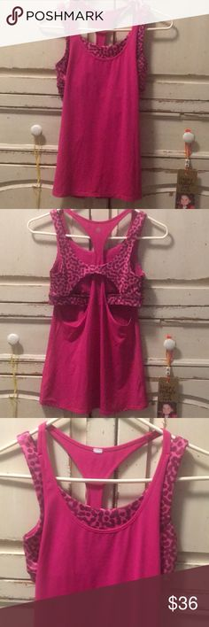 🌟LULULEMON TANK W/ BUILT IN SPORTS BRA🌟sz 4 Lululemon Fuchsia Pink Tank Top with Built in Sports Bra  Excellent preowned condition. Size 4 lululemon athletica Tops Tank Tops