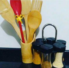 Detalhes de Cozinha: colher de pau e porta temperos - faz a cozinha ficar um charme  #cozinha #colher #colherdepau #temperos #detalhe #charme