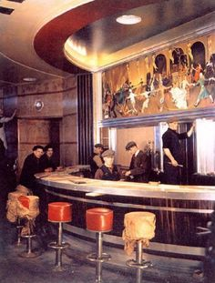 RMS Queen Mary, early - workmen prepare the ship before it's launch - Cunard's luxury ocean liner. Art Interior painting work on the round bar. Queen Mary Ship, Photo Deco, Streamline Moderne, Round Bar, Building Art, Art Deco Furniture, Art Deco Era, Art Deco Design, Art Deco Fashion